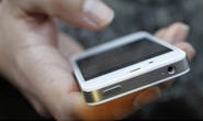 Mulher perde R$ 1,8 mil em golpe por mensagem de celular