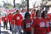 Professores analisam proposta do governo, mas sindicato avalia que greve deve continuar