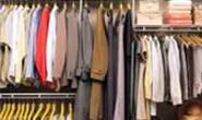 Adolescente agride mãe por causa de guarda-roupa