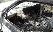 Polícia procura autor de incêndio em veículo