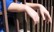Agentes encontram celular e cigarros em cela e internos se rebelam no Cerad