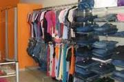 PM prende autora de furto de roupas em loja