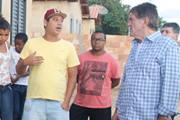 Prefeito Aracely e secretários visitam residências do projeto Mão na Massa