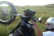 Inabilitado é pego em flagrante praticando direção perigosa com moto