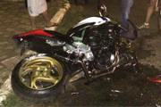 Motociclista sofre acidente ao passar por quebra-molas