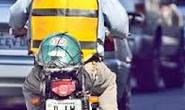 Mototaxista é agredido com golpe de capacete