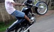 PM apreende menor que empinava moto na avenida Imbiara
