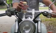 PM prende homem embriagado e sem habilitação que conduzia moto irregular