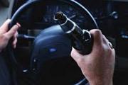 Passageiro vai sentado na janela e motorista embriagado é preso