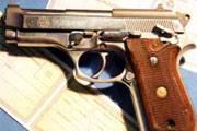 Polícia prende homem por porte ilegal de arma