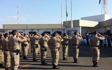 Polícia Militar recebe sessão cívica no 37º BPM