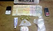 PM prende jovens com substâncias utilizadas para constituir a cocaína