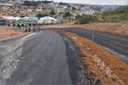 Avenida na encosta do Parque do Cristo já está sendo asfaltada