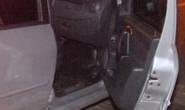 Homem abandona carro com materiais supostamente furtados e consegue fugir da polícia
