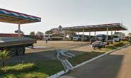 Funcionário de posto de gasolina é ameaçado durante o trabalho