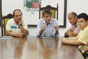 Prefeito participa de reunião com proprietários de açougues