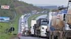 Caminhoneiros intensificam bloqueio de rodovias federais em seis Estados