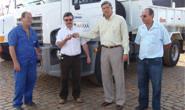 Prefeito entrega caminhões para Secretaria Rural
