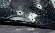 Tira satisfação com suspeito de furtar sua casa e tem carro baleado