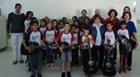 Casa da Amizade doa violões para o projeto Tocando a Vida