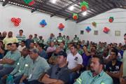 Colaboradores da Vale e Sima comemoram vitória sobre o turno de trabalho proposto pela empresa