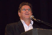 Vicente Carioca toma posse como secretário de Educação