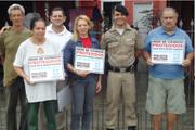 João Ribeiro recebe placas da Rede de Vizinhos Protegidos