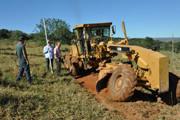 Secretaria de Des. Rural e IPDSA promovem recuperação ambiental em voçoroca