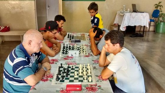 Lucas Cruvinel é campeão da 3ª etapa do Circuito Araxaense de Xadrez