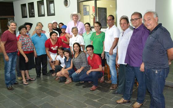 Sérgio Reis visita a Associação de Amparo as Pessoas com Câncer de Araxá