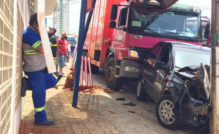 Polícia Militar registra acidente com vítima envolvendo carreta desgovernada