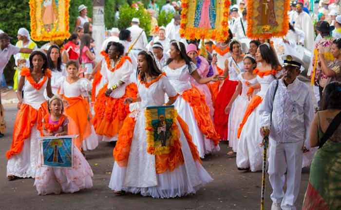 Congada Rainha da Luz realiza festa da cultura negra em Araxá