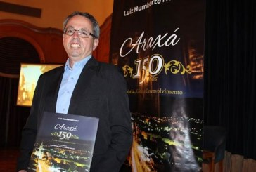 Luiz Humberto França lança livro na Academia Araxaense de Letras