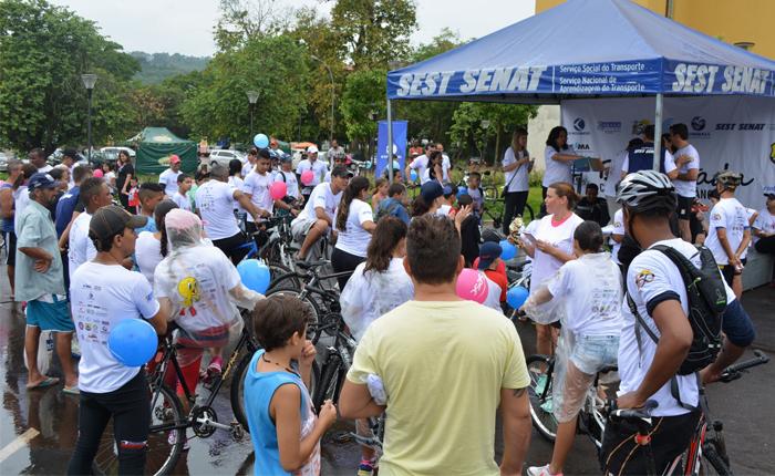 Passeio ciclístico conscientiza população sobre a prevenção contra o câncer em Araxá