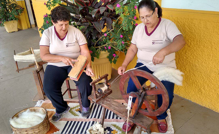 "Araxá recebe mostra artesanal ""Entre Fios & Cores"" na FCCB"