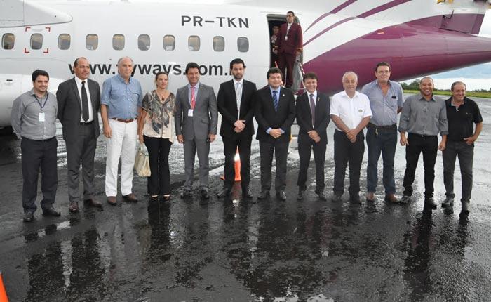 Flyways faz voo de exibição no aeroporto de Araxá
