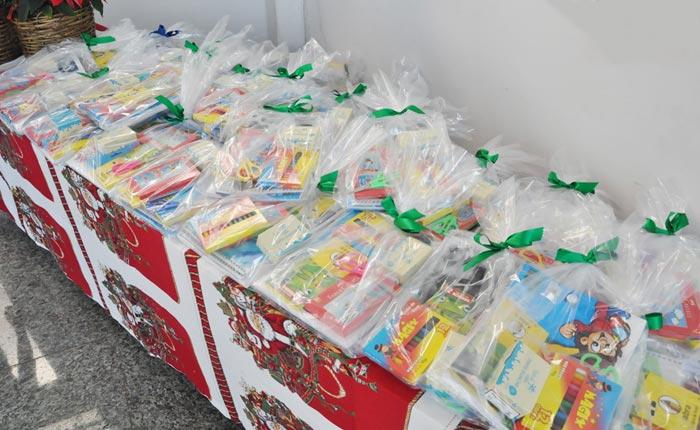 Prefeitura de Araxá entrega kits de materiais escolares para a Rede de Educação Infantil
