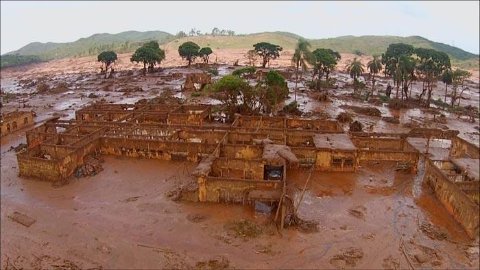 Bento Rodrigues, distrito de Mariana (Central), arrasado pela lama.
