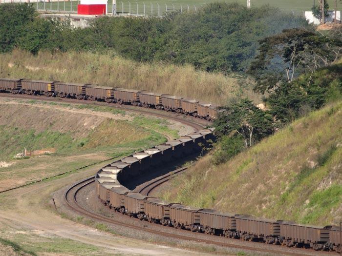 Escoamento do minério de ferro em Itabira (Central).