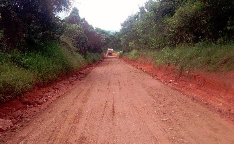 Estrada da Antinha recebe melhorias através da Secretaria Municipal de Desenvolvimento Rural