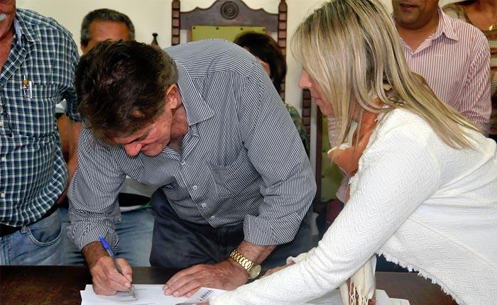 Prefeito Aracely assina ordens de serviço para o início de obras importantes em Araxá