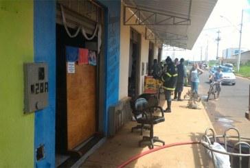 Estabelecimentos comerciais são atingidos por incêndio no Pão de Açúcar 3