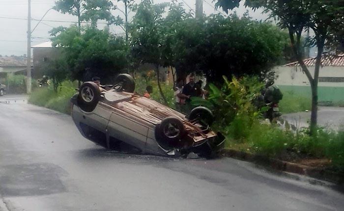 Polícia Militar prende condutor que dirigia embriagado e ainda se envolveu em acidente
