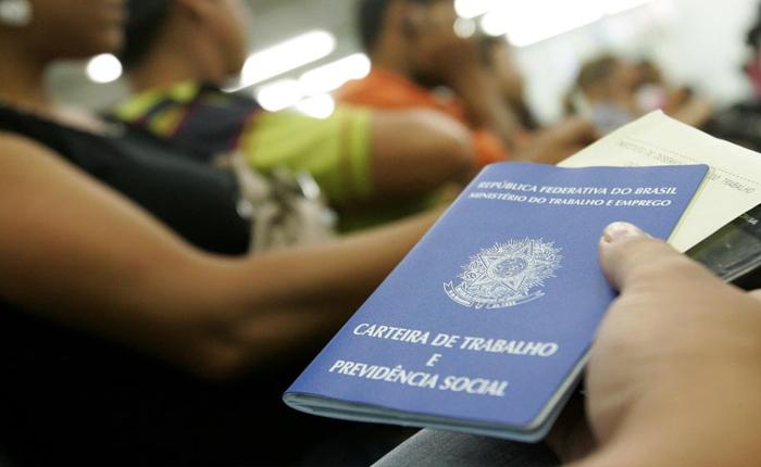 Brasil fechou 1,5 milhão de vagas com carteira assinada em 2015