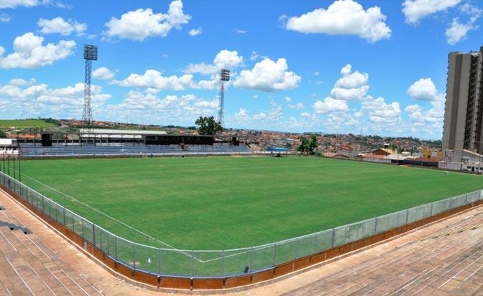 Corpo de Bombeiro exige adequações no Estádio Municipal Fausto Alvim
