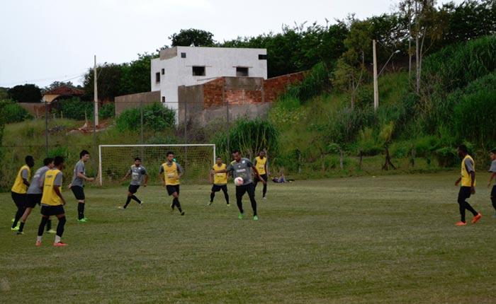 Araxá Esporte faz seu primeiro treino coletivo para a temporada 2016