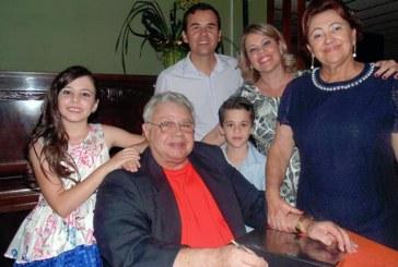 Em noite de festa, José Dagualberto Borges lança ' Álbum Histórico de Araxá'
