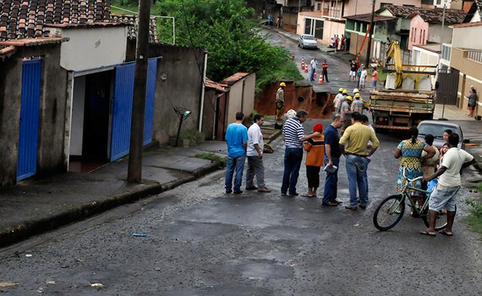 Prefeito vê situação atípica e reafirma apoio a moradores e locais afetados pelas chuvas