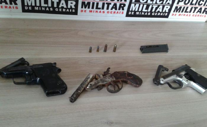 Polícia Militar apreende armas em cumprimento a mandado de busca e apreensão