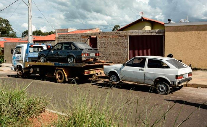 Veículos de pátio credenciado pelo Detran em Araxá são apreendidos em residência